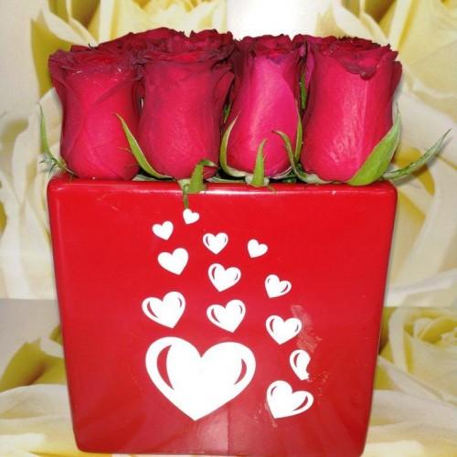 Τριαντάφυλλα κόκκινα σε κεραμικό Βαλεντίνος