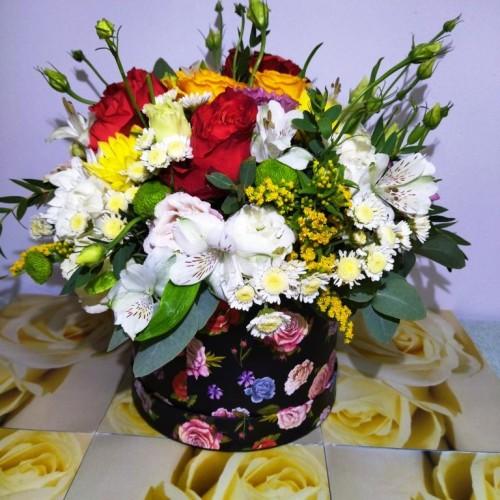 Καπελιέρα με λουλούδια εποχής