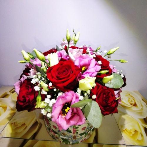 Σύνθεση Τριαντάφυλλα και Λυσίανθος σε BOX